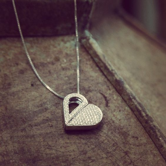 heart-shaped-gold-locket
