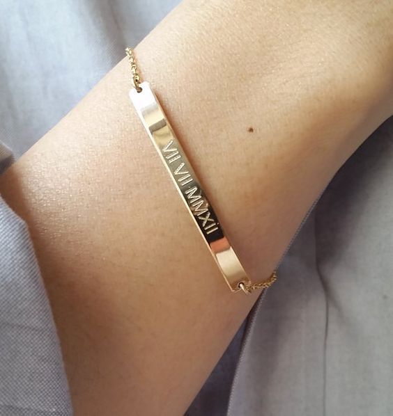 date-engraved-gold-bar-bracelet