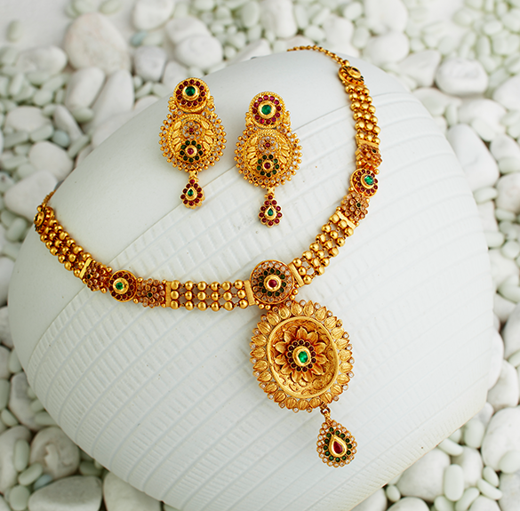 short gold necklace design in khazana