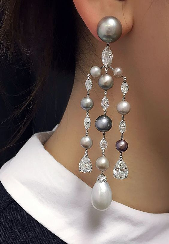 The White Large Size Pearl On This Chandelier Earring Can Make Your Appearances Brighter Diffe Colored And Sized Pearls Are Used In To
