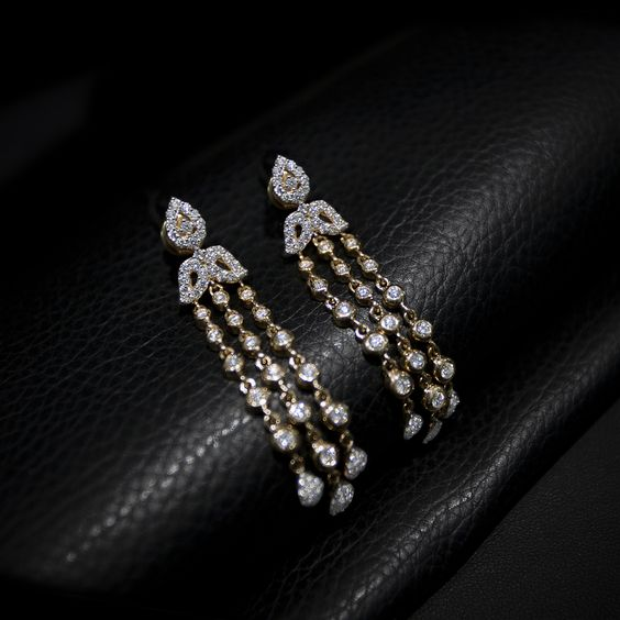 This Gold And Diamond Jewelry Can Be Your Best Choice For A Special Occasion As Well These Are Perfect To Wear With The Eastern
