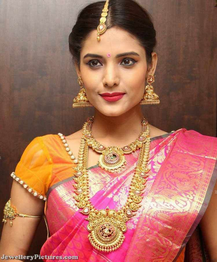 Latest Indian Bridal Jewellery Designs 2018 With Price: Earring Designs In Gold For Marriage For Brides With